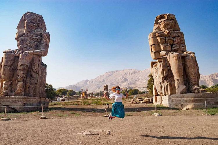 colossi of memnon luxor egypt