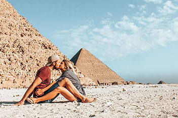 couple-in-front-of-giza-pyramids-egypt