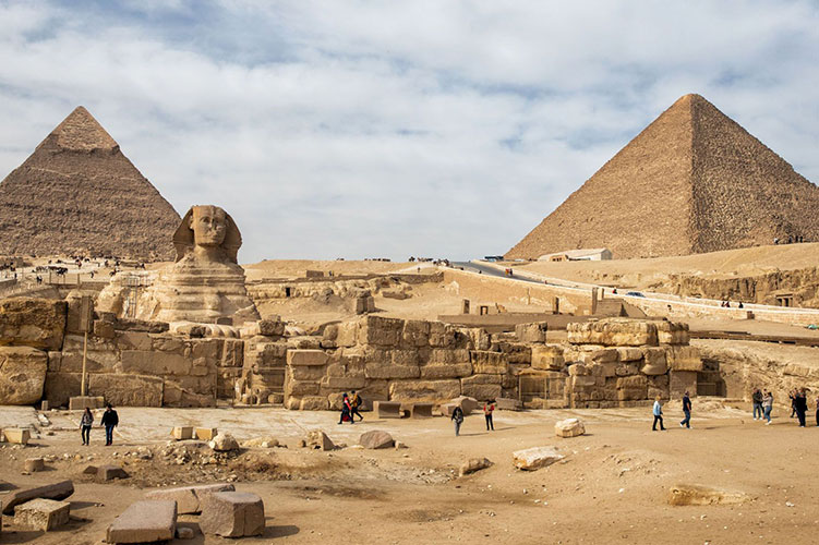 ancient giza pyramids egypt