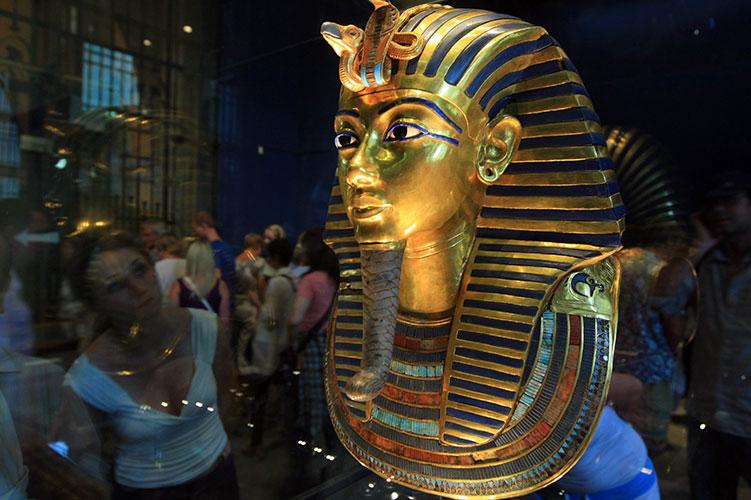 the mask of tutankhamun cairo