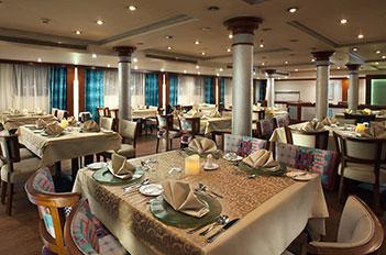 acamar nile cruise restaurant
