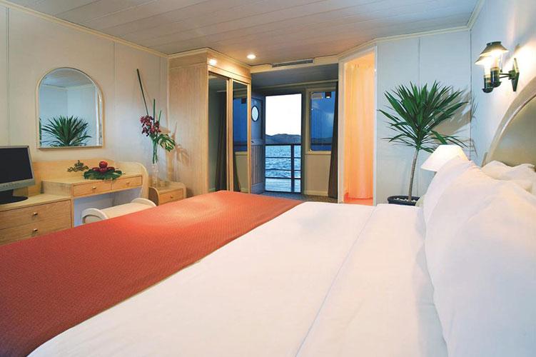Movenpick-Prince-Abbas-Lake-Cruise suite