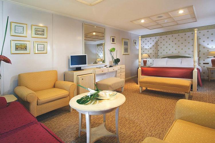 Movenpick-Prince-Abbas-Lake-Cruise room