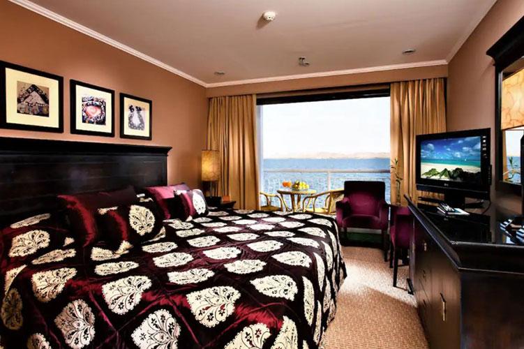 Steigenberger-Omar-El-Khayam-Lake-Nasser-Cruise suite